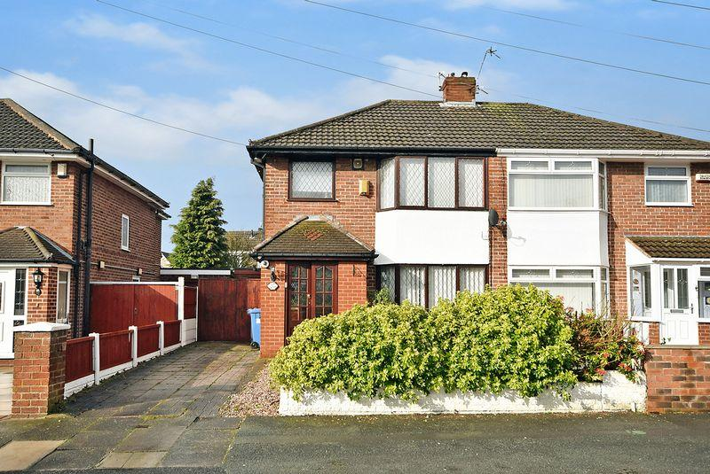3 Bedrooms Semi Detached House for sale in Briarfield Avenue, WIDNES