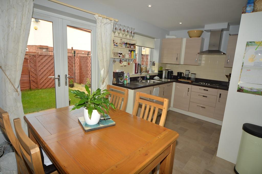 3 Bedrooms Terraced House for sale in Attringham Park, Kingswood