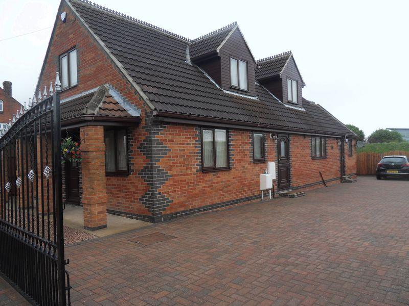 4 Bedrooms Bungalow for sale in Ashby Road, Coalville