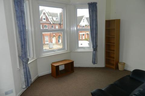 2 bedroom apartment to rent - Howard Road, Shirley