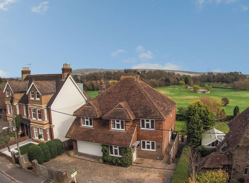 4 Bedrooms Detached House for sale in Steyning