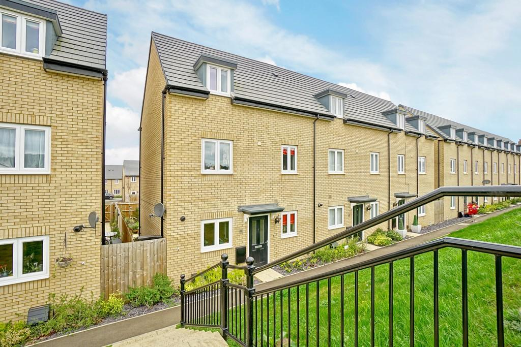 4 Bedrooms End Of Terrace House for sale in Station Road, Sandy