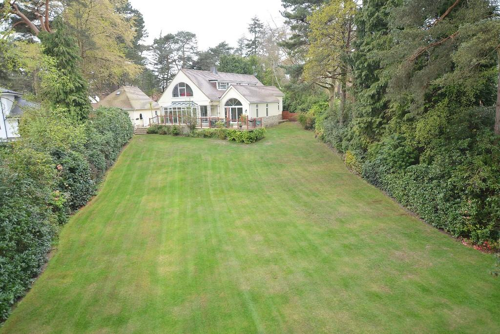 5 Bedrooms Detached House for sale in Golf Links Road, Ferndown