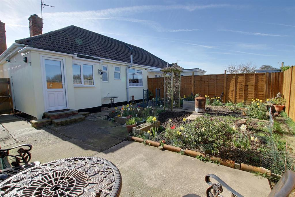 2 Bedrooms Semi Detached Bungalow for sale in Long Acre, Mablethorpe