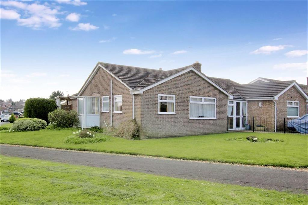 3 Bedrooms Bungalow for sale in 19, Ellesmere Avenue, Brackley