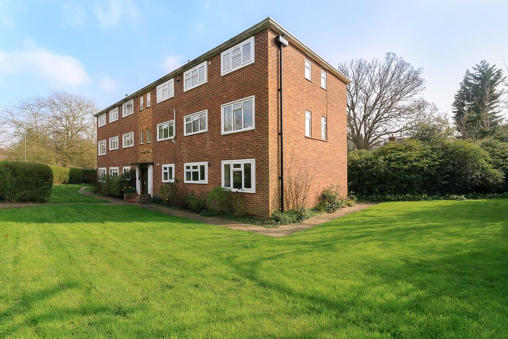 2 Bedrooms Flat for sale in Station Parade, Virginia Water