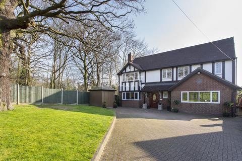 4 bedroom detached house for sale - The Charter Road, Woodford Green, Essex IG8