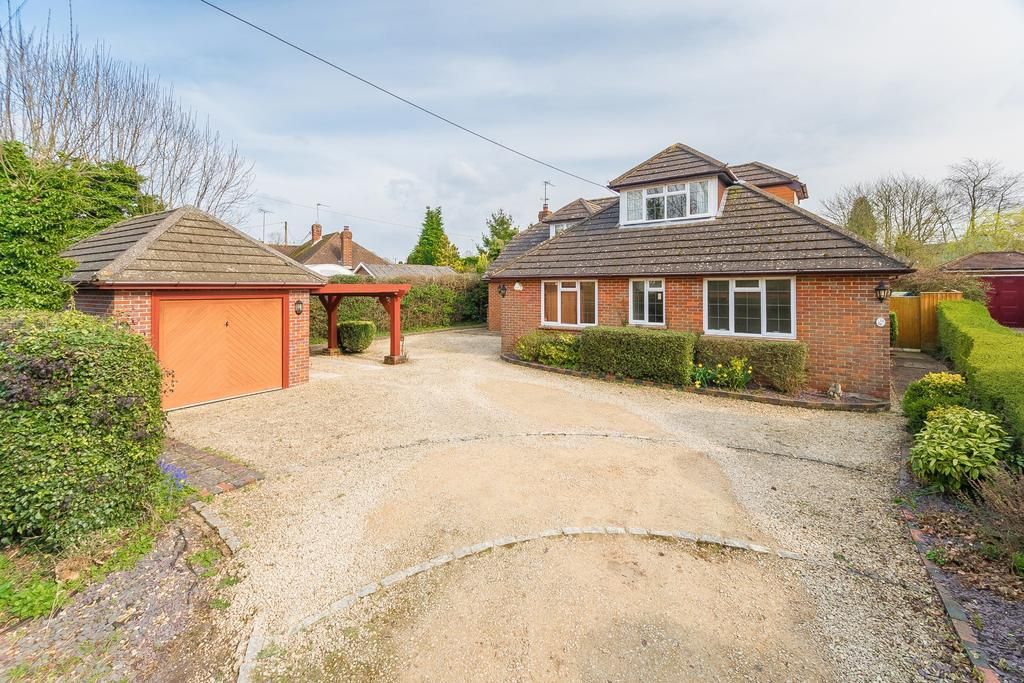 5 Bedrooms Detached House for sale in Widmer End