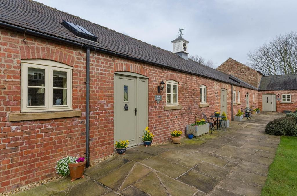 2 Bedrooms Barn Conversion Character Property for sale in 3 Castle Court, Sheriff Hutton, York