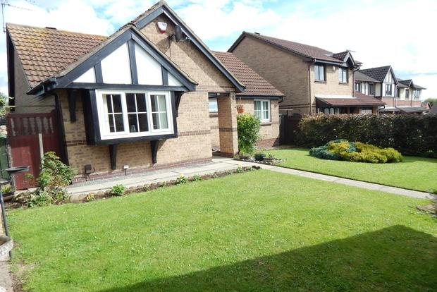 3 Bedrooms Bungalow for sale in Tudor Court, Hucknall, Nottingham, NG15