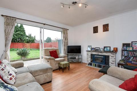 3 bedroom bungalow for sale - Pondfield Road, Hayes, BR2