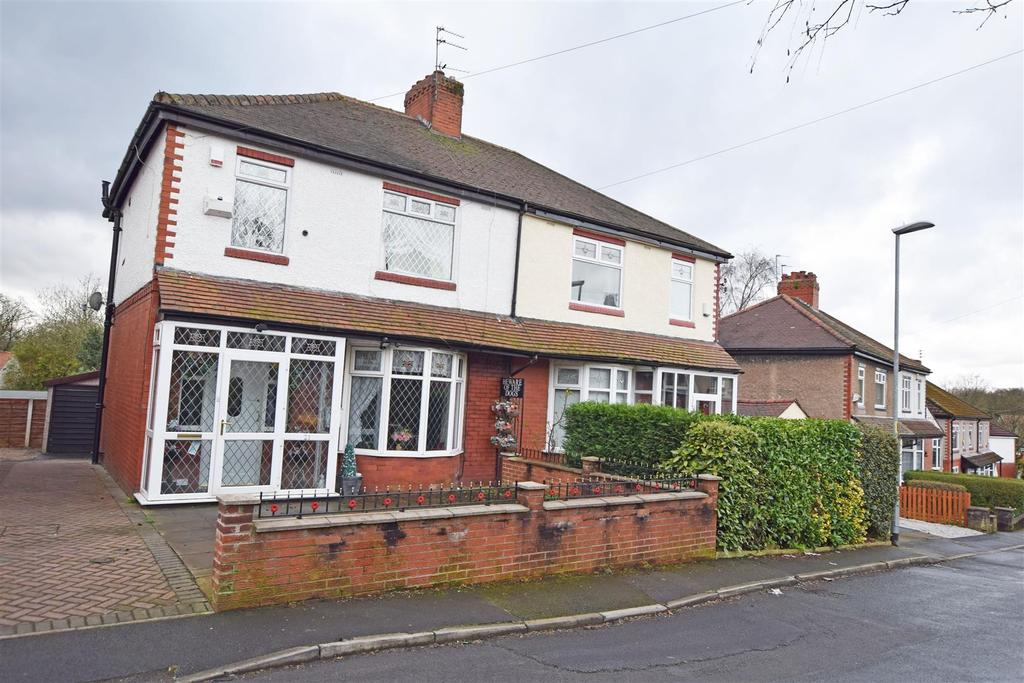 3 Bedrooms Semi Detached House for sale in Ivy drive, 'Woodside' Alkrington
