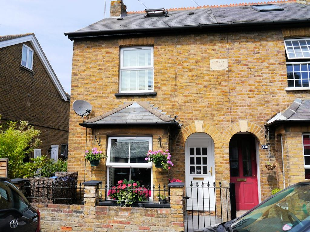 3 Bedrooms Semi Detached House for sale in Alma Road, Eton Wick SL4