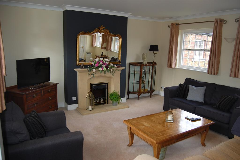 2 Bedrooms Town House for sale in Frederick Thatcher Place, North Trade Road, Battle TN33