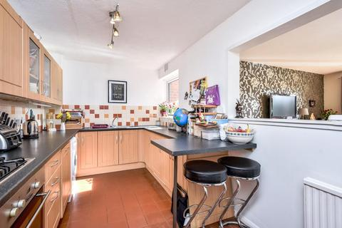 2 bedroom flat for sale - Foxgrove Road, Beckenham, BR3