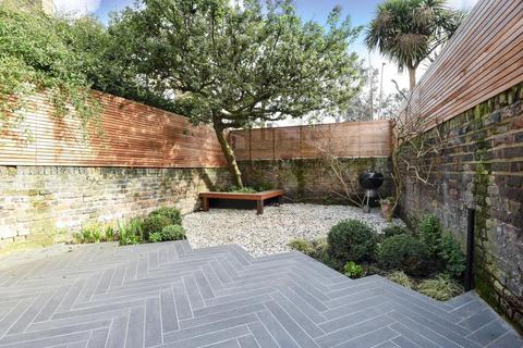 2 bedroom flat for sale - Dalyell Road, Brixton, SW9