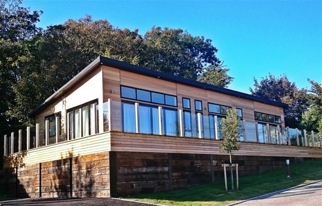 Park Home Mobile Home for sale in Plas Coch Holiday Home, Llanedwen, Anglesey
