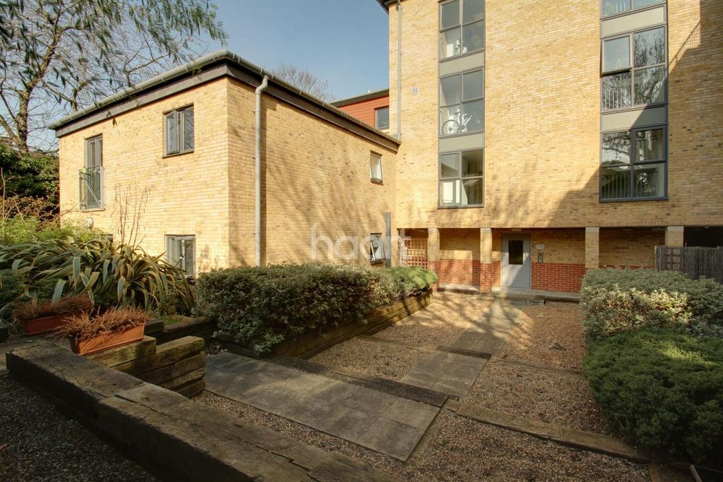2 Bedrooms Flat for sale in Bluecoats Yard, Maidstone, ME15