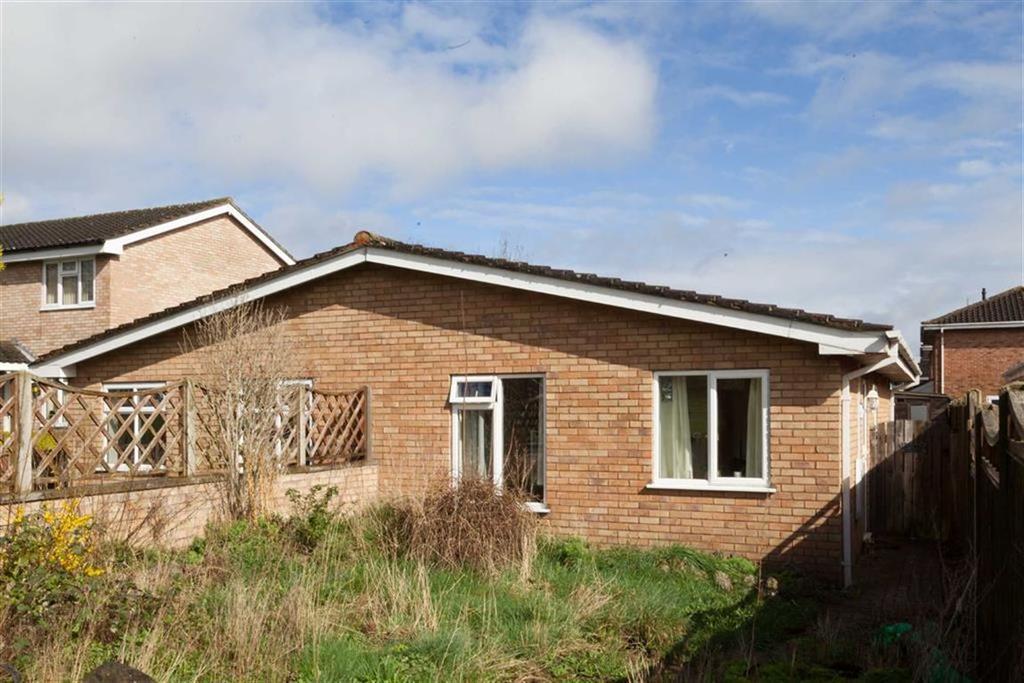2 Bedrooms Bungalow for sale in Warwick Walk, BOBBLESTOCK, Hereford