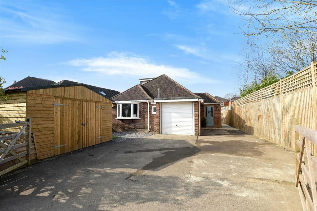 3 Bedrooms Detached Bungalow for sale in Allbrook, Hampshire