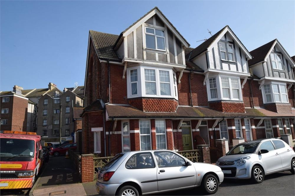 2 Bedrooms Flat for sale in Latimer Road, Redoubt, East Sussex