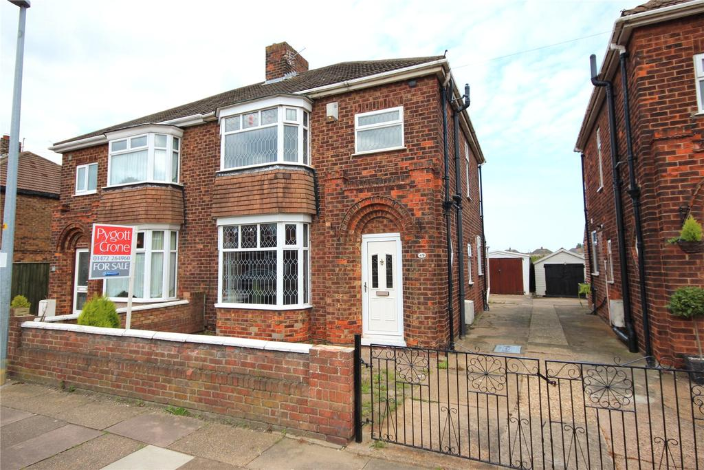 3 Bedrooms Semi Detached House for sale in Colin Avenue, Grimsby, DN32