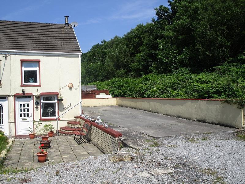 2 Bedrooms Terraced House for sale in Heol Twrch , Lower Cwmtwrch, Swansea.