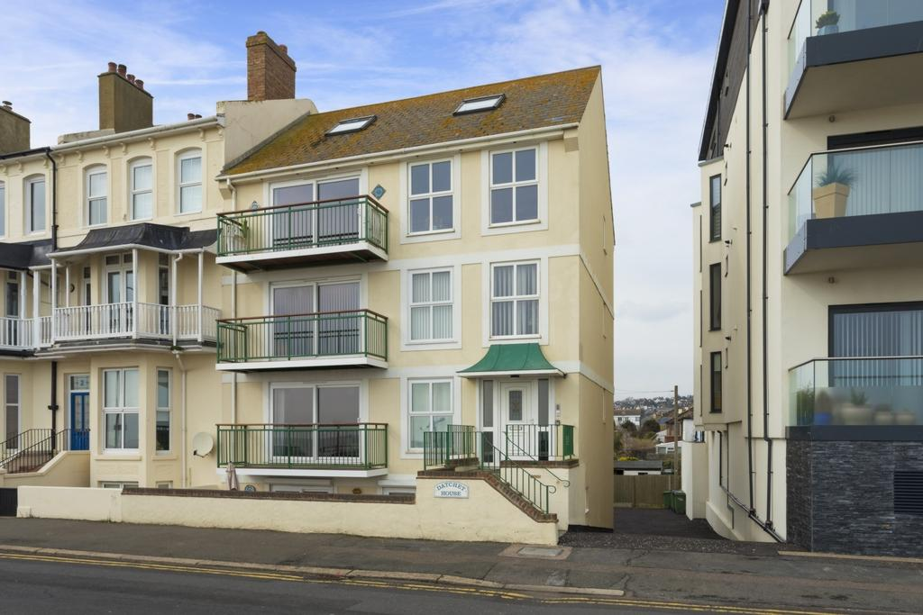2 Bedrooms Apartment Flat for sale in West Parade, Hythe, CT21