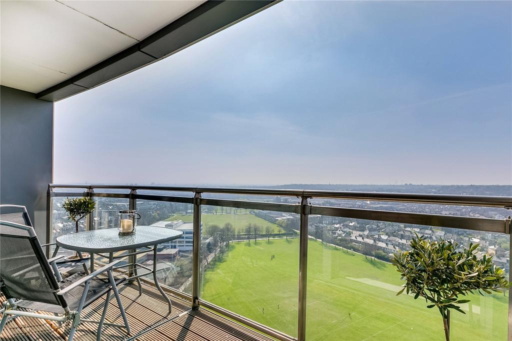 2 Bedrooms Flat for sale in Argento Tower, Mapleton Road, London