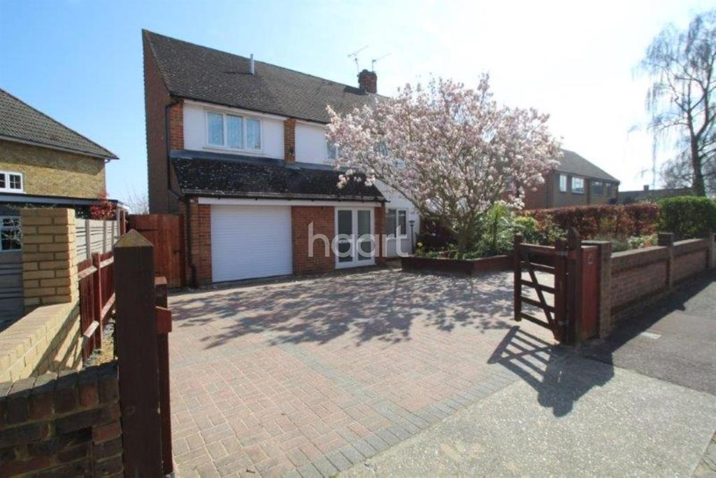 4 Bedrooms Semi Detached House for sale in Stangate Road, Strood ME2