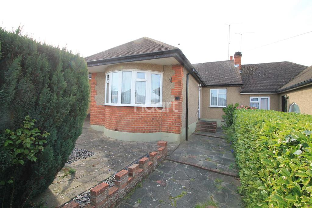 2 Bedrooms Bungalow for sale in Flamboro Close, Leigh-On-Sea