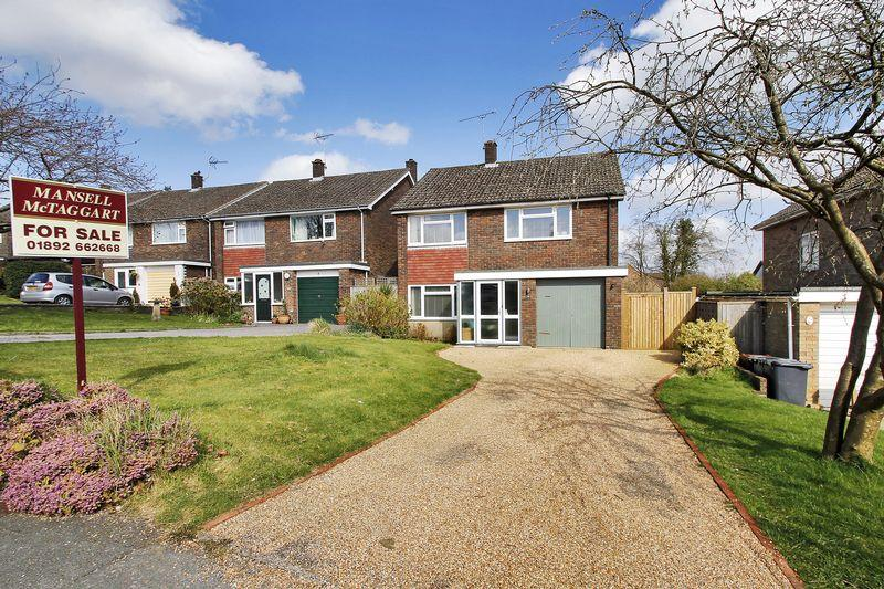4 Bedrooms Detached House for sale in Eridge Gardens, Crowborough, East Sussex