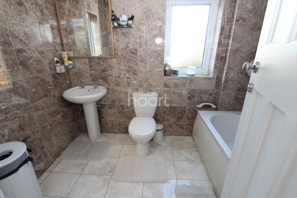 3 Bedrooms Semi Detached House for sale in Beechwood Gardens, Clayhall