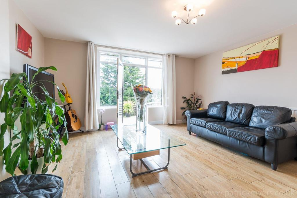 2 Bedrooms Flat for sale in Overhill Road , East Dulwich, London , SE22