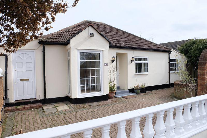 3 Bedrooms Detached Bungalow for sale in North Cray Road, Sidcup