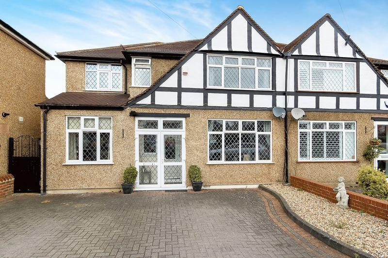 4 Bedrooms Semi Detached House for sale in Fairhaven Avenue, Shirley