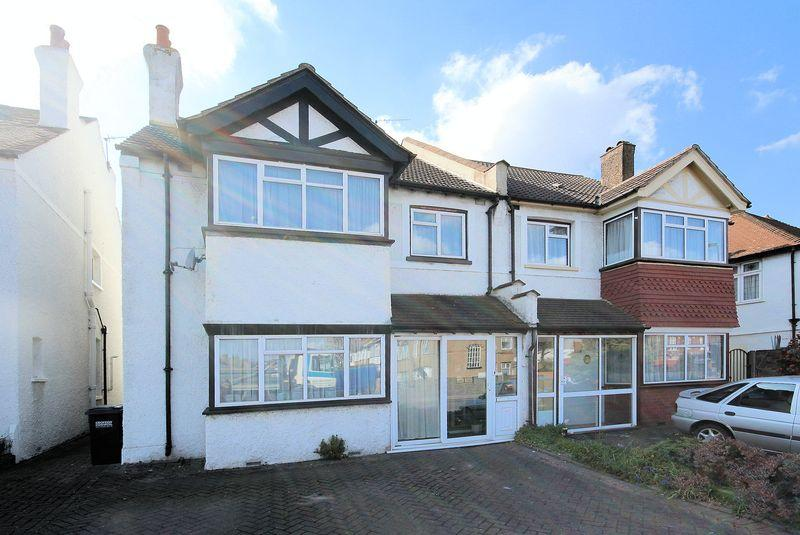 5 Bedrooms Semi Detached House for sale in Shirley Road, Shirley