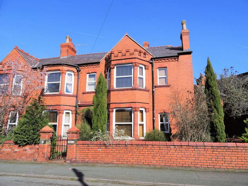 4 Bedrooms End Of Terrace House for sale in Gerald Street, Wrexham