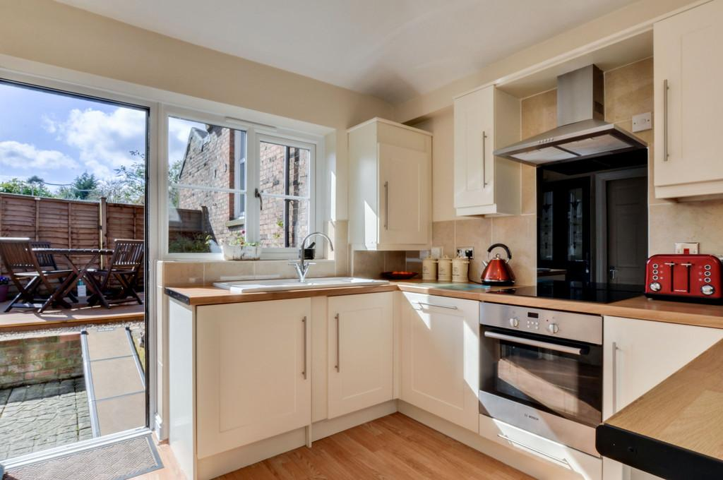 2 Bedrooms Terraced House for sale in New Street, Three Bridges