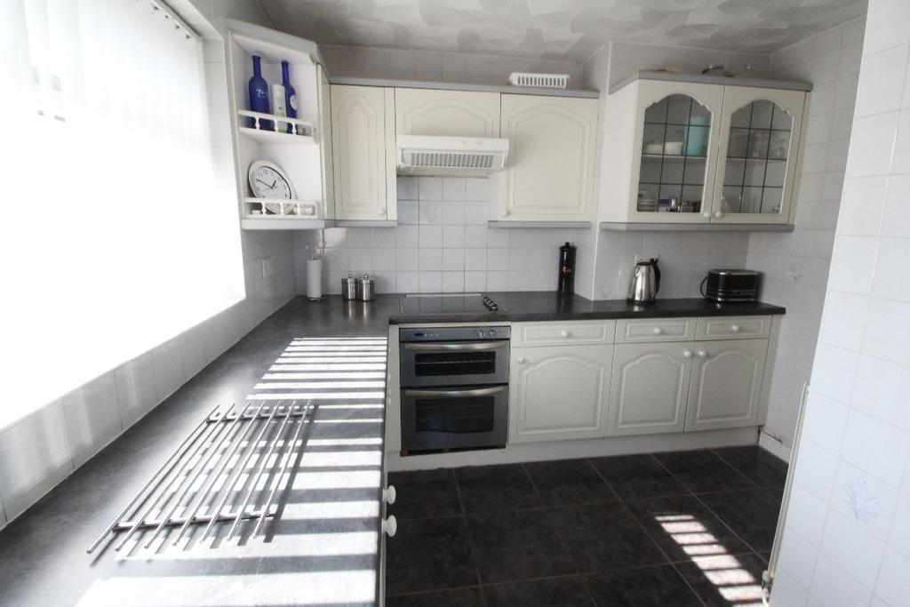2 Bedrooms Apartment Flat for sale in Oriel Close