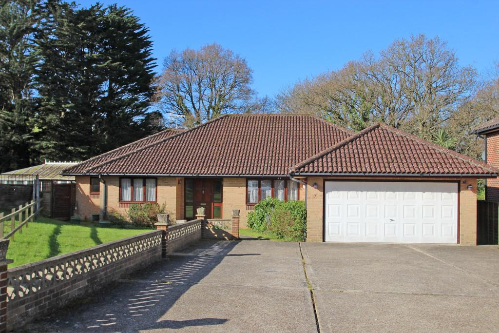 4 Bedrooms Detached Bungalow for sale in The Poplars, Fishbourne