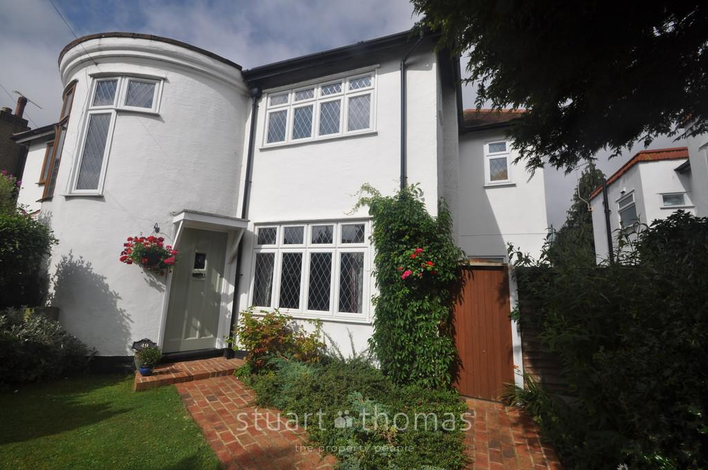 3 Bedrooms Semi Detached House for sale in Thundersley, Essex