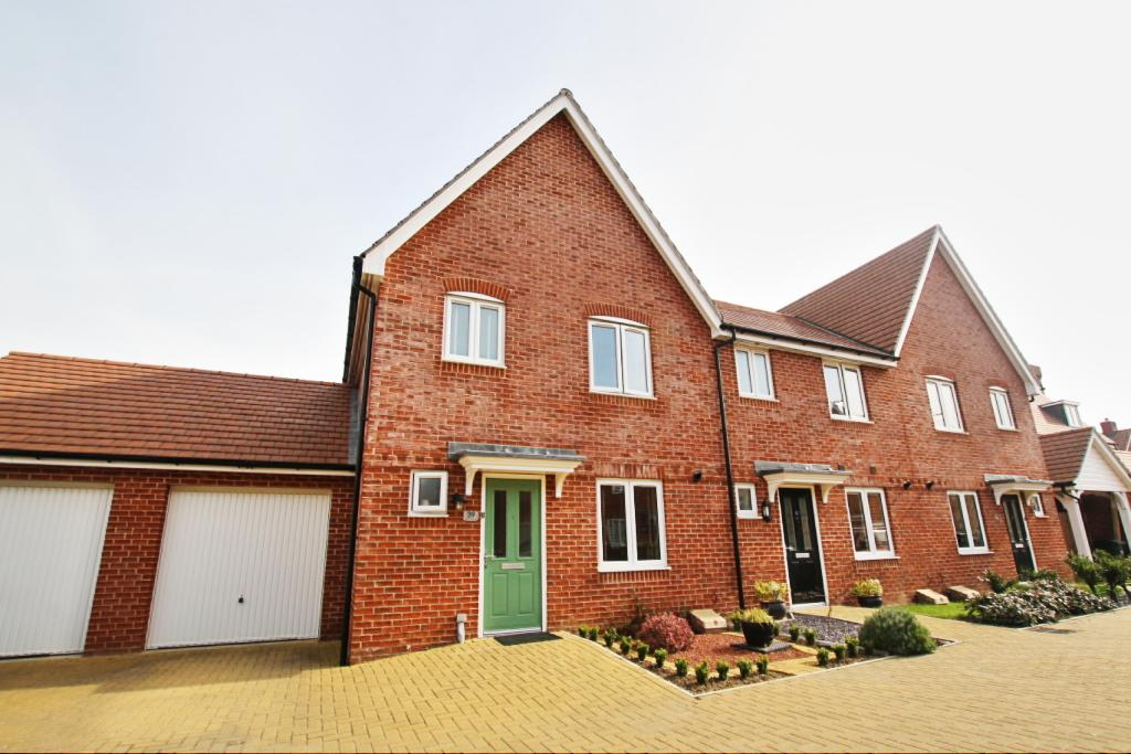3 Bedrooms End Of Terrace House for sale in Hailsham BN27
