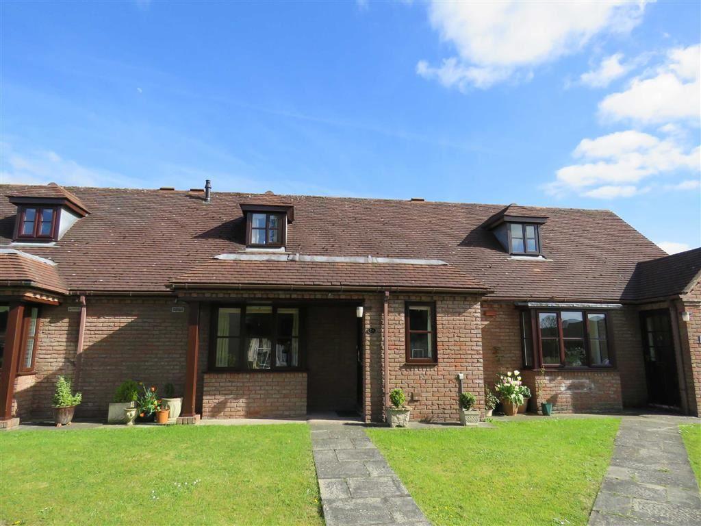 2 Bedrooms Bungalow for sale in Trimpley Court, Ellesmere, SY12