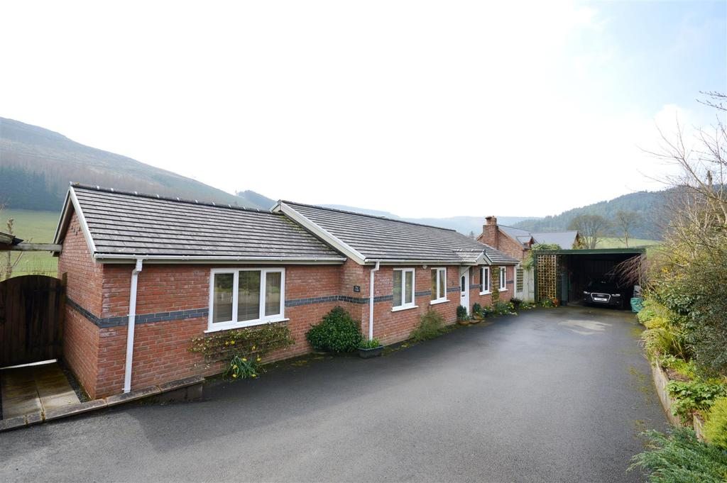 3 Bedrooms Detached Bungalow for sale in Abbeycwmhir, Llandrindod Wells