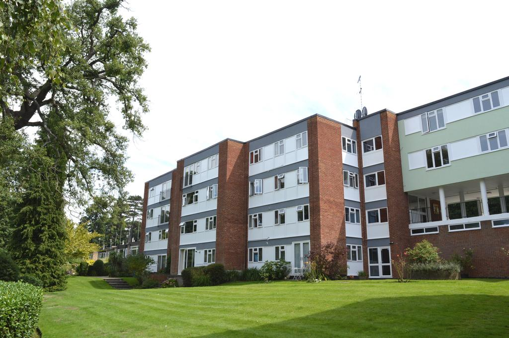 2 Bedrooms Apartment Flat for sale in Berkeley Court, WEYBRIDGE KT13