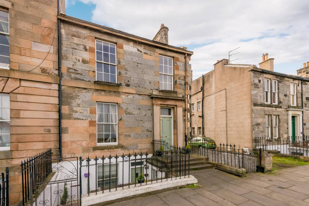 1 Bedroom Ground Flat for sale in 15A Trinity Crescent, Trinity, EH5 3ED