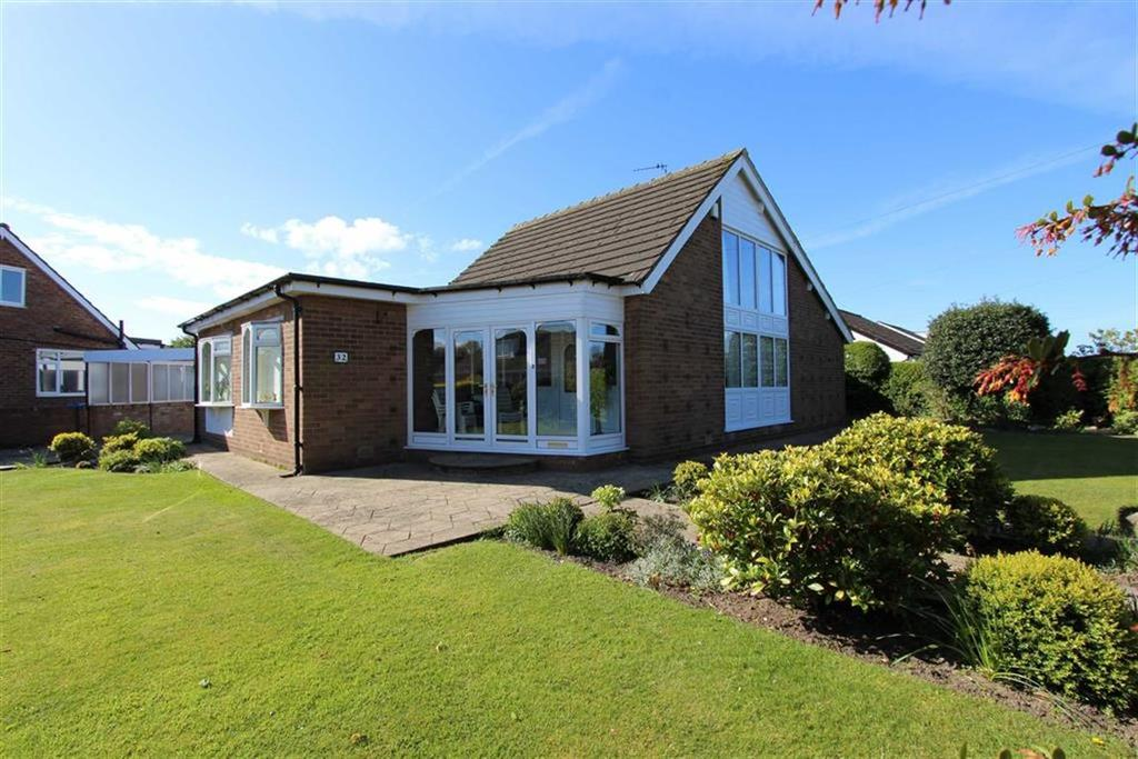 4 Bedrooms Chalet House for sale in Whitby Road, Lytham St Annes, Lancashire