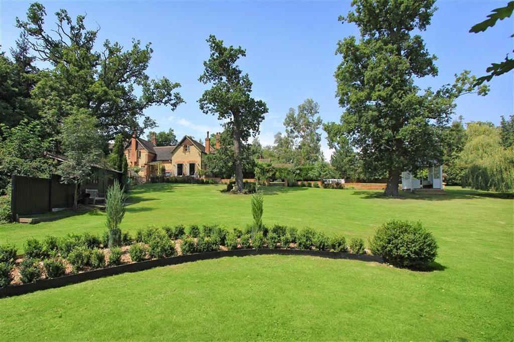 5 Bedrooms House for sale in Warrenwood Mews, Brookmans Park, Hertfordshire