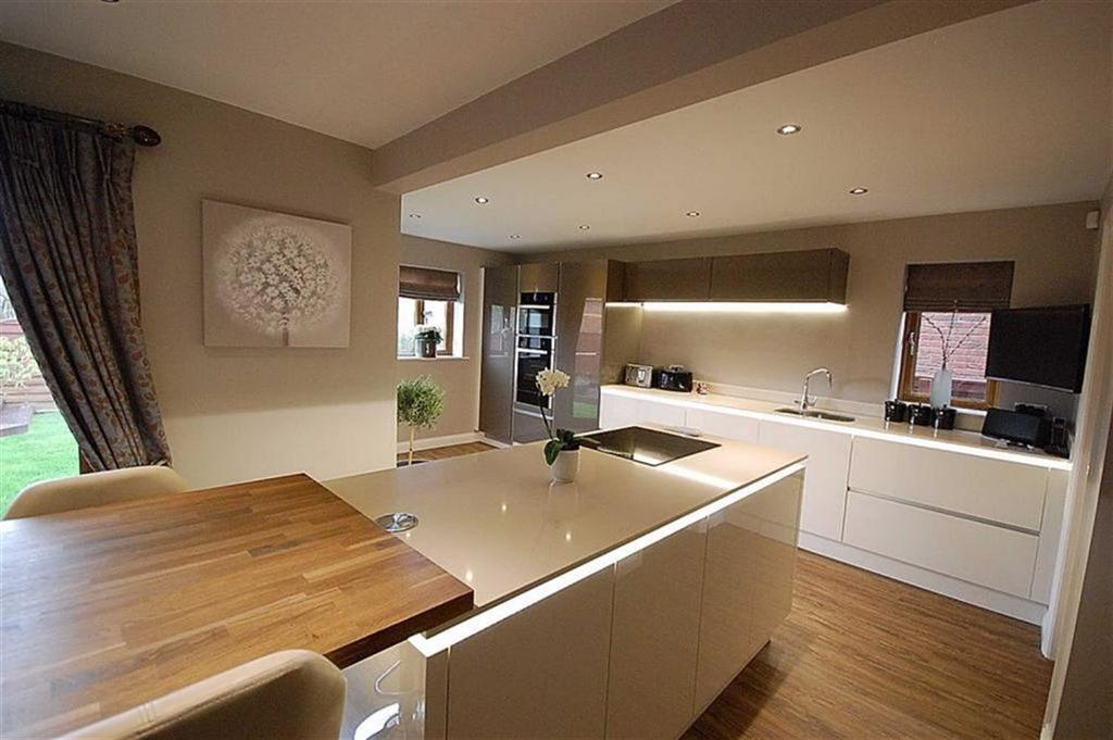 6 Bedrooms Detached House for sale in The Meadows, Lepton, Huddersfield, HD8